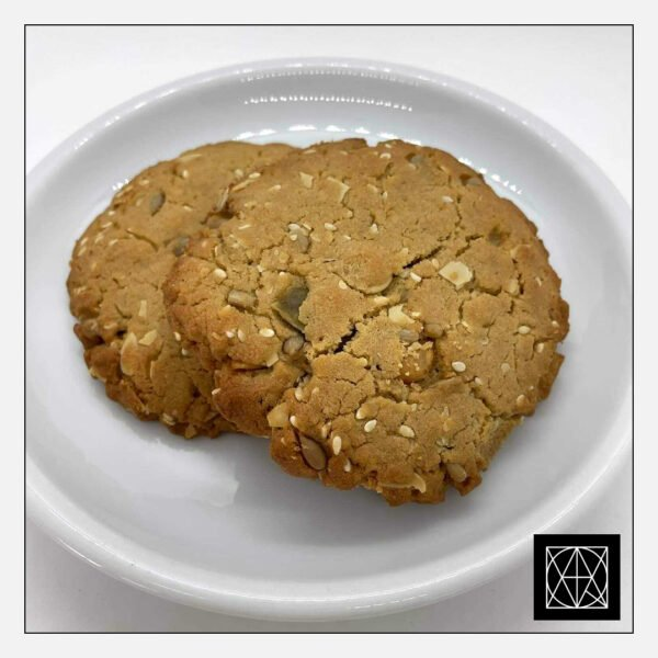 Sveikuoliški sausainiai su chalva, saulėgrąžomis ir riešutais (2 vnt.)