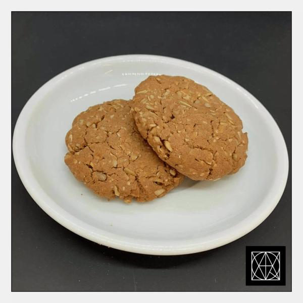 Sveikuoliški sausainiai su chalva, saulėgrąžomis ir riešutais